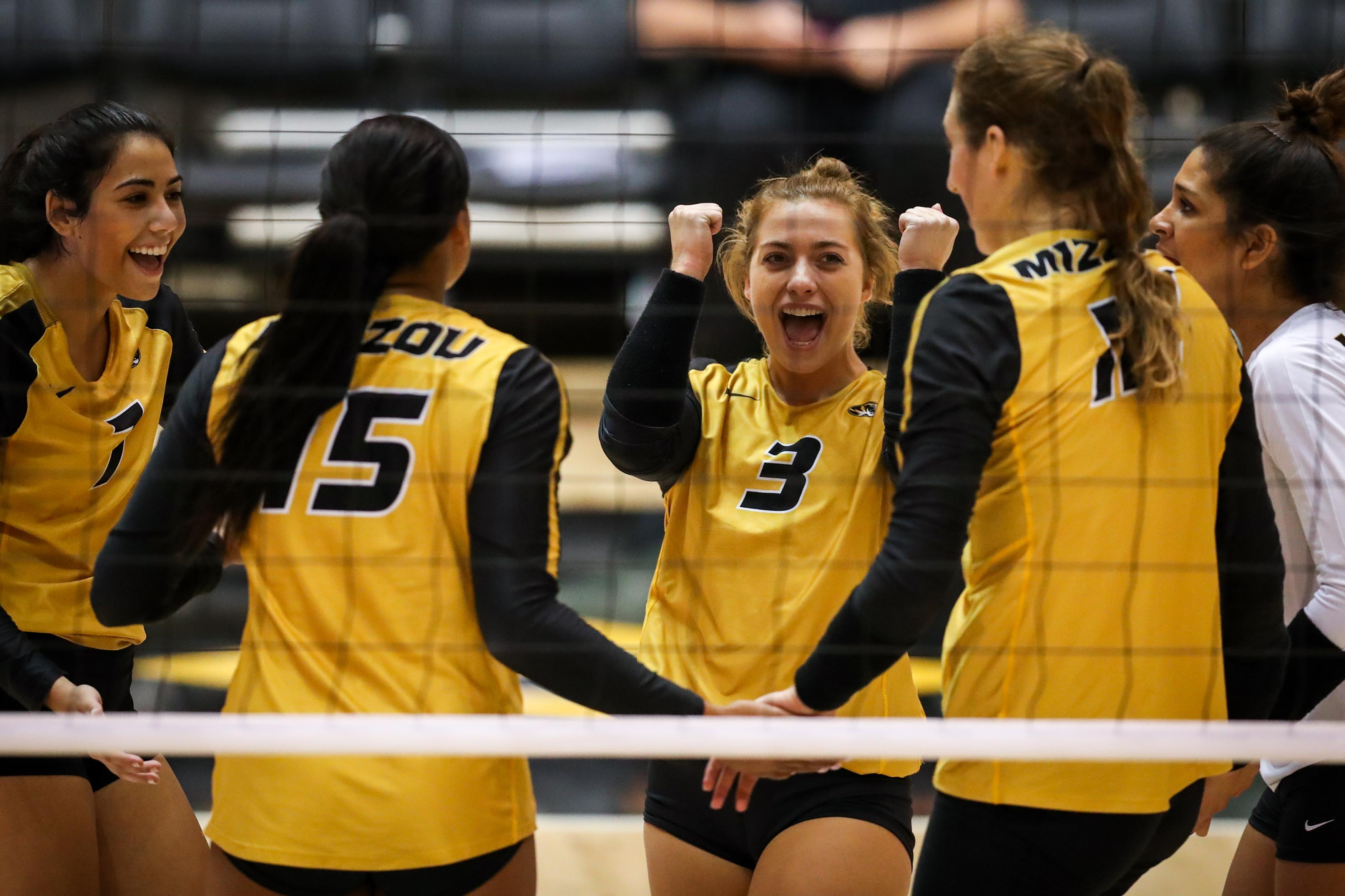 No 25 Mizzou Volleyball Sweeps Arkansas For Third Straight Victory University Of Missouri Athletics